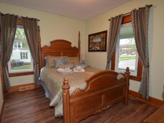 Charming 4 bedroom home 8 blocks from the Clinic - Rochester vacation rentals