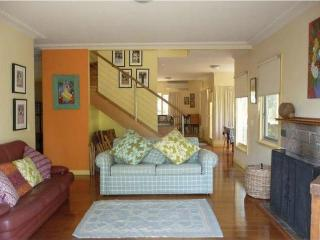 Comfortable 3 bedroom Lakes Entrance House with Deck - Lakes Entrance vacation rentals