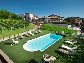 Nice Condo with Internet Access and Satellite Or Cable TV - Barolo vacation rentals