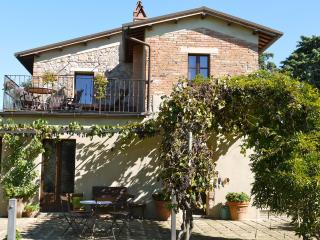 Nice 5 bedroom House in Castelmuzio - Castelmuzio vacation rentals