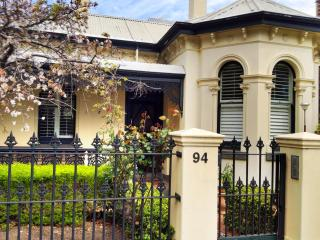 94 Highett Inner Melbourne Period Home for upto 14 - Melbourne vacation rentals