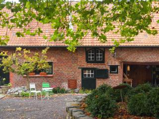 Cozy 3 bedroom Wevelgem Farmhouse Barn with Internet Access - Wevelgem vacation rentals