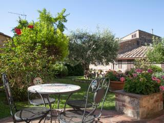 Romantic Condo with Internet Access and Wireless Internet - San Gimignano vacation rentals