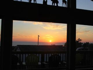 OceanViewProperty, Premium Hot Tub, Wifi, Cable, BBQ, 3bed2bath, Sleeps 8-10 - Pacific Beach vacation rentals
