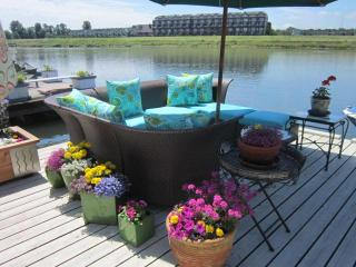 Executive Floating Home on Columbia River Portland - Portland vacation rentals