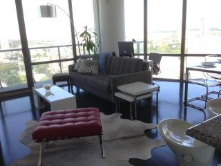 LUXURY 2 Bedroom Condo with CITY VIEWS - Toronto vacation rentals