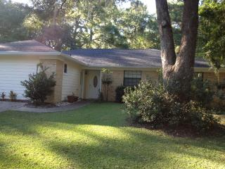 Large Family Home in NE Tallahassee, near I-10 - Midway vacation rentals
