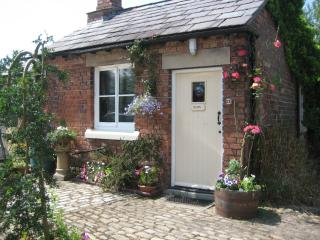 Romantic Cottage with Internet Access and Television - Ormskirk vacation rentals