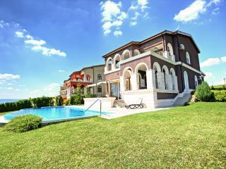 De Luxe Villa POLINA, Lighthouse Golf, Balchik - Balchik vacation rentals