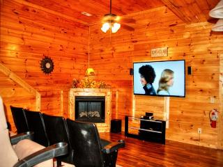 Luxury 7 Bedroom Cabin with Theater Room - Sleeps 17 - Seasonal Outdoor Pool - Tennessee vacation rentals
