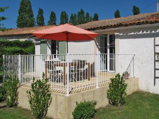 3 bedroom Cottage with Internet Access in Chalais (Charente) - Chalais (Charente) vacation rentals
