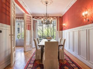 Elegant 3 bedroom property in the heart of Madrid´ - Madrid vacation rentals