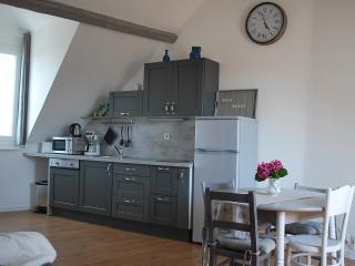 Symp-attic 2 rooms in Honfleur heart. - Honfleur vacation rentals