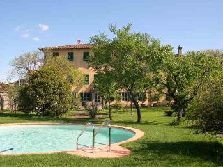 Elegant Villa in Lucca with pool and parking - Lucca vacation rentals