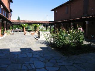 Tenuta Morgnano / apartment - San Damiano d'Asti vacation rentals