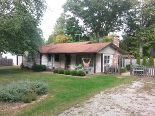 Clean, Cozy Harbor Country Cottage, Great Value - Harbert vacation rentals