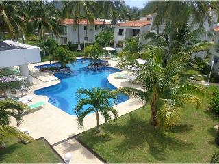 Manzanillo ground floor Condo 1 block from beach - Manzanillo vacation rentals