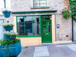 Lovely Townhouse with Internet Access and Satellite Or Cable TV - Shepton Mallet vacation rentals