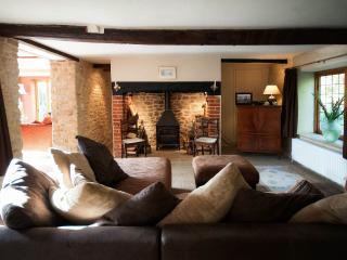 Cozy Cottage in Beaminster with Dishwasher, sleeps 6 - Beaminster vacation rentals