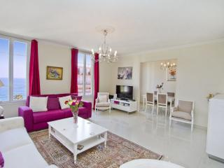 Top Floor 2 bedroom sea view apartment seafront - Nice vacation rentals