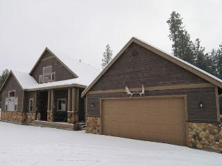 Upscale Cabin|Pool Table, Wi-Fi, Hot Tub,Pool |Slps10|Winter Specials - Cle Elum vacation rentals