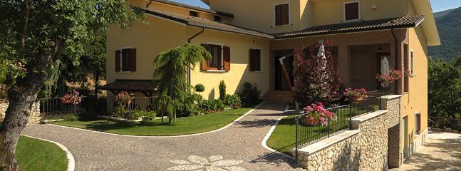 Bright 6 bedroom Caporciano Apartment with Internet Access - Caporciano vacation rentals