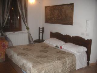 Cozy 1 bedroom Modena Apartment with Internet Access - Modena vacation rentals