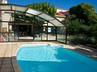 Charming and spacious Marseillan harbour apartment with garden and pool - Marseillan vacation rentals