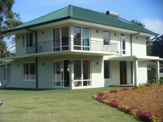 Lawsonsridge   Nuwaraeliya  villa in centre of town - Nuwara Eliya vacation rentals
