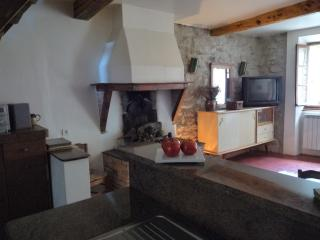Lovely Gite with Cleaning Service and Outdoor Dining Area - Cascastel-des-Corbieres vacation rentals