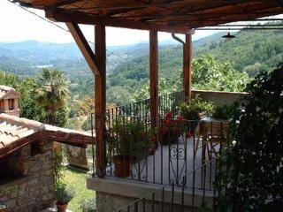 Lovely 2 bedroom House in Camporgiano - Camporgiano vacation rentals