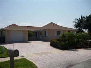 Front view - Spacious pool lanai with great water views - Marco Island - rentals