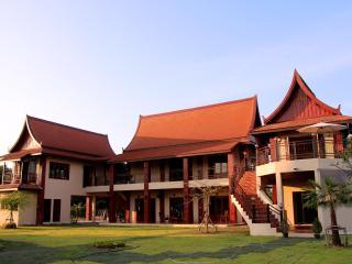 Nakara Villa: Peace, tranquility, fully catered - Nong Na Kham vacation rentals