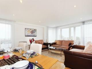 2 bed, 2 bath, Chiswick Penthouse, W4 - London vacation rentals