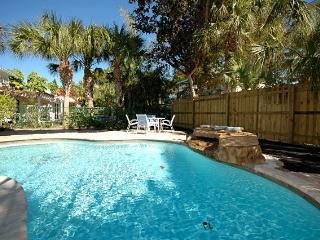 2 bedroom Cottage with Deck in Anna Maria - Anna Maria vacation rentals