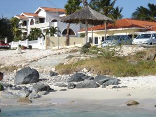 Beach White Villa Aruba - 8 persons, 4 bed /3 bath - Noord vacation rentals