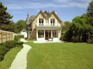 Sunny House in Brittany with Internet Access, sleeps 8 - Brittany vacation rentals