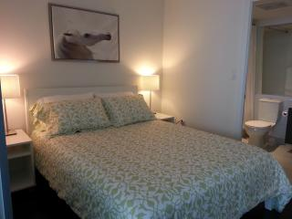Best Location Downtown - Stylish 1 Bedroom Condo - Toronto vacation rentals