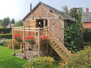THE CIDER MILL, barn conversion, en-suite facility, woodburning stove, WiFi, in Westhope, Ref 11799 - Wellington vacation rentals