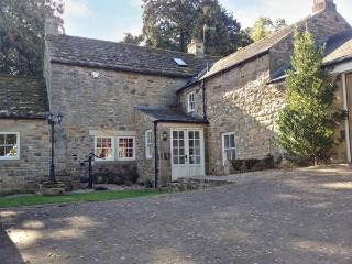 EAST FARM HOUSE, Grade II listed farmhouse, woodburner, en-suite, enclosed garden, in Humshaugh, Ref 912927 - Bellingham vacation rentals