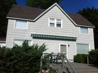 Waterledge, sunny estate cottage with beach access - Oyster Bay vacation rentals