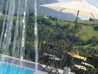 Private Villa,10 sleeps, pool, wi-fi,mountain view - Montone vacation rentals