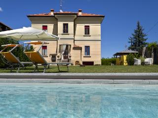 Colorful and characteristic villa with pool - Soriso vacation rentals