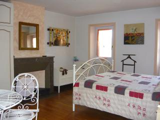 A la vieille cure : chambre Amande - Annonay vacation rentals