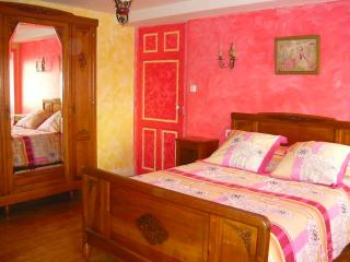 A la Vieille Cure: chambreFramboise - Annonay vacation rentals