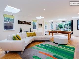 4 bedroom house on Elms Road, Clapham - London vacation rentals