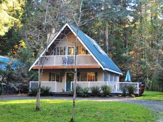 2-STORY CHALET, 3BR / 2BA IN SNOWLINE, HOT TUB - Glacier vacation rentals