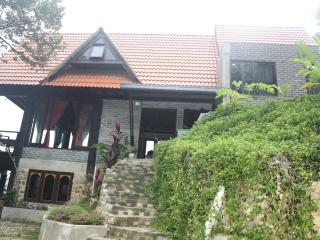 Nice Villa with Deck and Balcony - Kampung Baharu Nilai vacation rentals