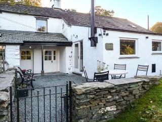 HORSESHOE COTTAGE, single-storey accommodation, woodburner, en-suite, near Coniston Water, Ref 27145 - Staffordshire vacation rentals