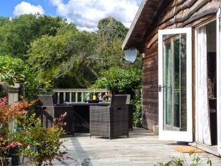 WOODMANCOTE LODGE, pet-friendly romantic lodge with Sky, WiFi, swimming pool, sauna, Linchmere Ref 916403 - Fernhurst vacation rentals